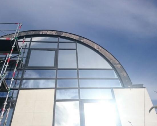 Rive en zinc sur immeuble toiture en arrondie